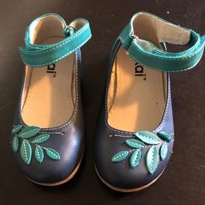 Dress shoe navy and green